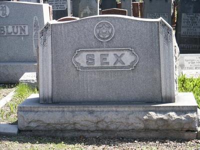 sesso cimitero